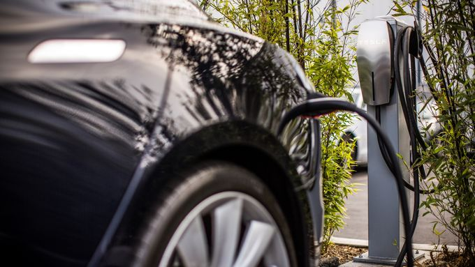 Destination Charging startet in Europa.