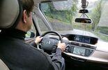 Fahrer fahrend Citroen Grand C4 Picasso