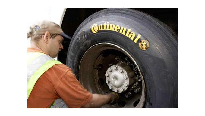 Mit dem richtigen Reifendruck lassen sich Kosten und CO2 einsparen.