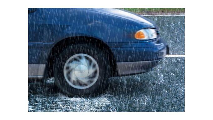 Sommer: Gefahr von Aquaplaning nimmt zu