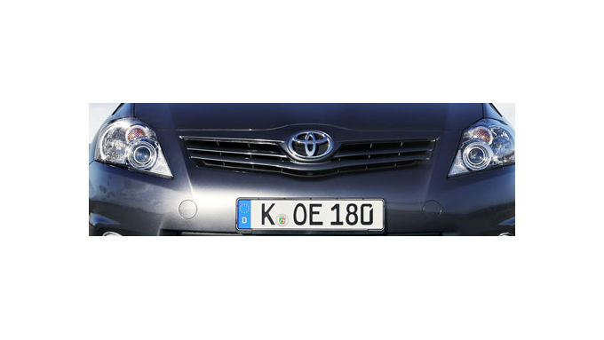 Toyota Auris - Kick durch Start-Stopp