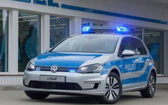 Weltpremiere Volkswagen e-Golf in Polizeiuniform