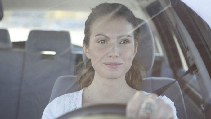 Frau Autofahrerin