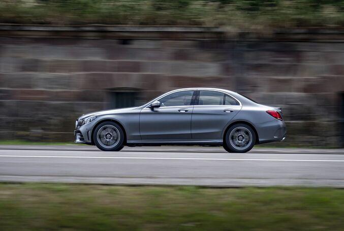 Mercedes C-Klasse 2018, seitlich, fahrend